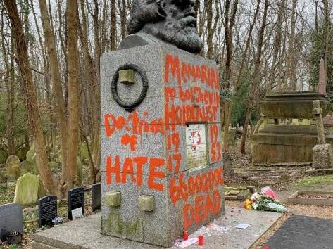 La tombe de Karl Marx de nouveau vandalisée à Londres (photos)