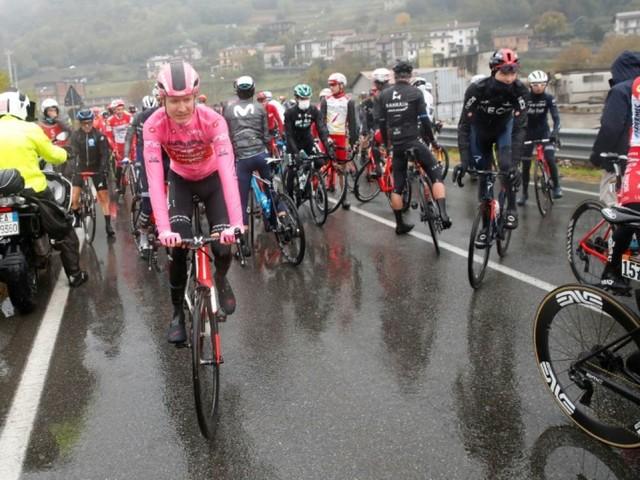 Tour d'Italie: le peloton de mauvaise humeur, la 19e étape raccourcie