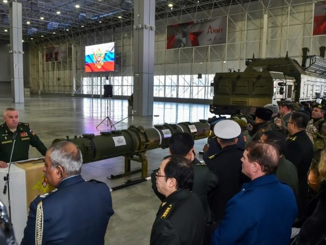 """Traité INF: la Russie assure jouer la """"transparence"""" en présentant son missile controversé"""