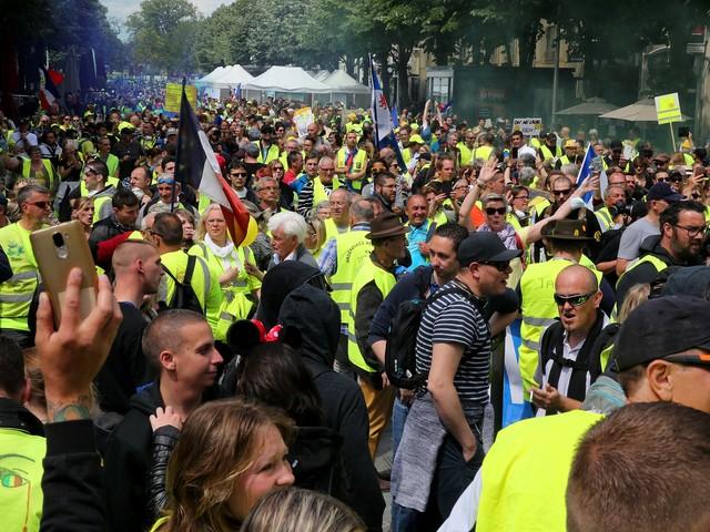 """""""Gilets jaunes"""" : un an après, 55% des Français approuvent la mobilisation"""