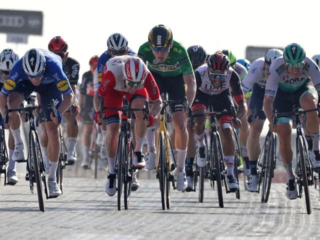 Sam Bennett sprint naar tweede ritzege in UAE Tour, Thomas De Gendt toont zich