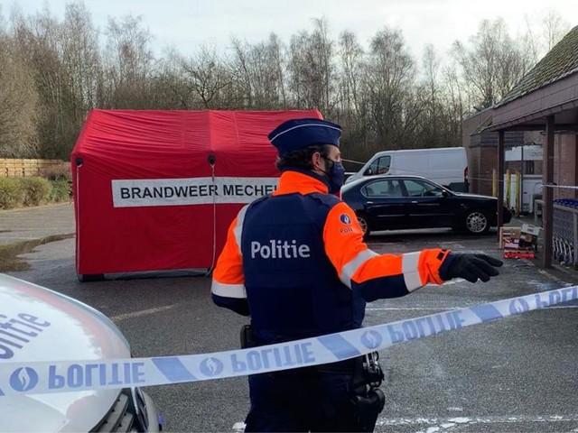 Weduwe (73) sterft na aanrijding door vrachtwagen op parking
