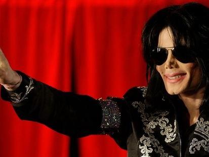 Malgré les controverses, l'exposition sur Michael Jackson a ouvert en Finlande