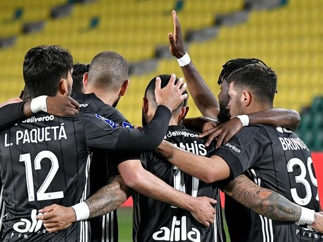 L1: Lyon enfonce Nantes 2-1 et reste dans la roue du trio de tête