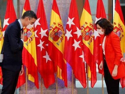 Sánchez llena las urnas de votos para Ayuso