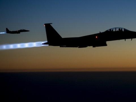 Biden onderneemt eerste militaire actie met aanval in Syrië