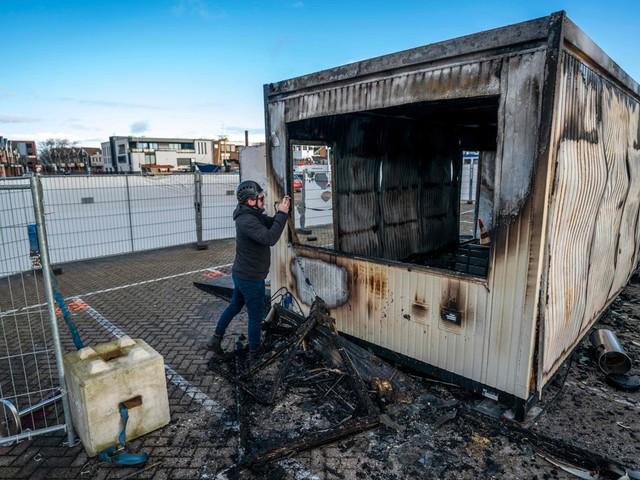 Waarom net in het kleine vissersdorp Urk een teststraat in brand gestoken werd
