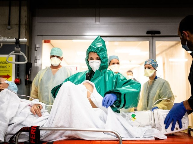 Coronavirus en Belgique: la hausse du nombre de nouveaux cas se stabilise, 9.900 décès au total
