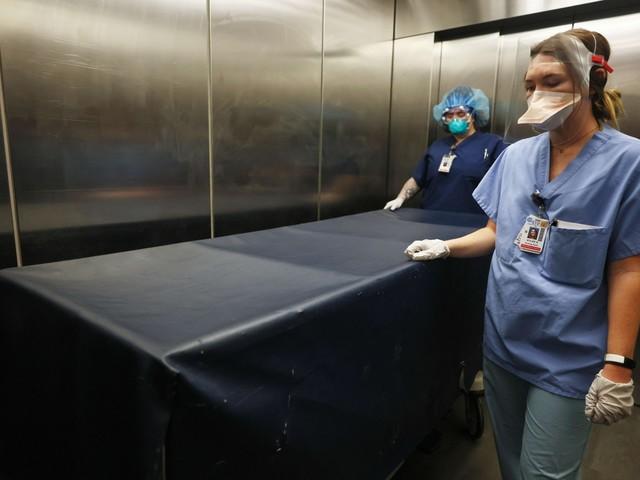 Besmettingen onder 2.000, maar ziekenhuisopnames dalen nog amper