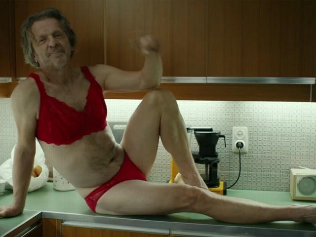"""Lucas Van den Eynde in lingerie op nationale tv: """"Mijn vrouw zei: moet je doen!"""""""
