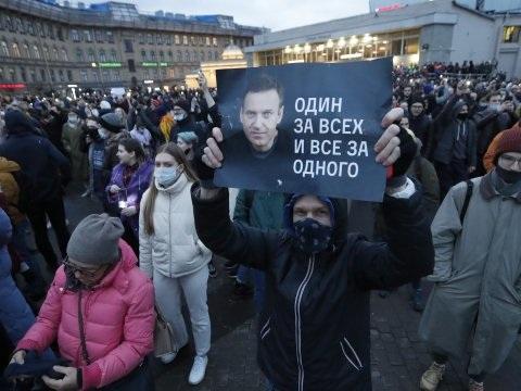 Bijna 1800 aanhangers van Navalny gearresteerd