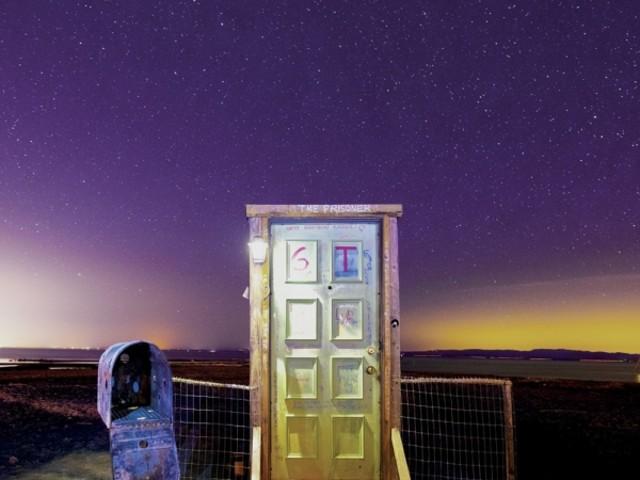 Redd Kross - Beyond the Door