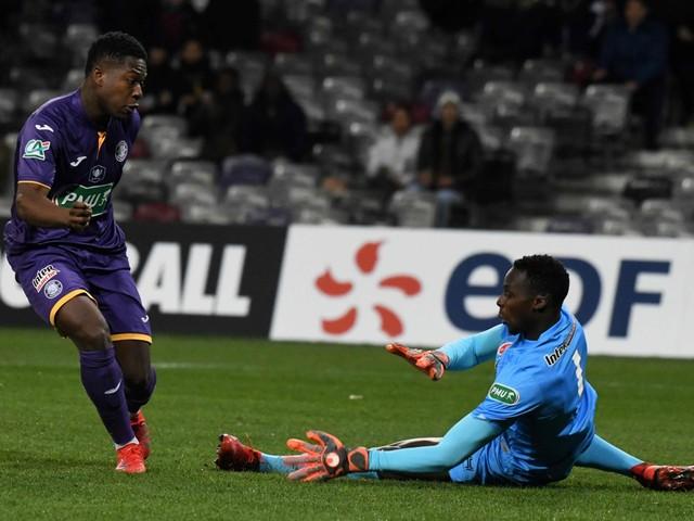 Leya Iseka helpt Toulouse met twee doelpunten en penalty aan bekerzege tegen Björn Engels en Thomas Foket