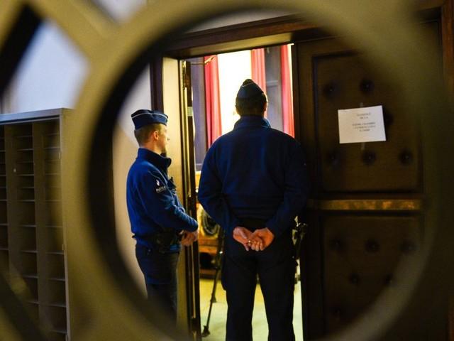 Fusils, détonateurs, uniformes...: les frères Saouti et le Français Sala Ghemit devant leurs juges