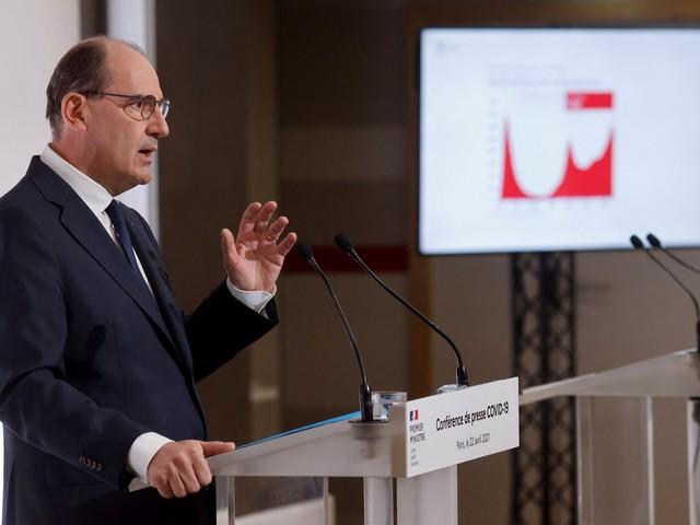 """Déconfinement : Castex prévoit """"un nouveau train de réouvertures"""" à la mi-mai"""