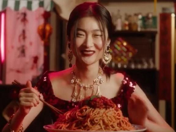 Chinees model: 'Dolce & Gabanna heeft mijn carrière bijna geruïneerd'