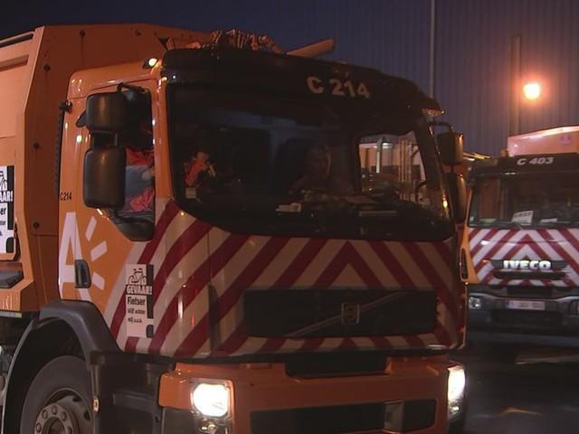 """Antwerpse vuilnisophalers zijn toenemende agressie beu: """"Ongeduldige chauffeurs rijden ons bijna omver"""""""