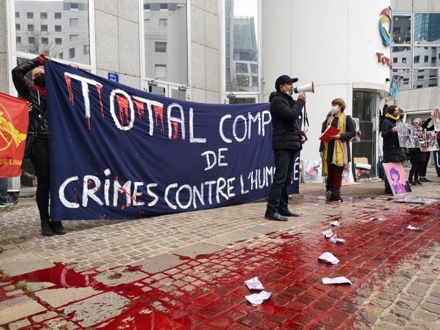 Des activistes dénoncent le soutien de Total au régime militaire birman
