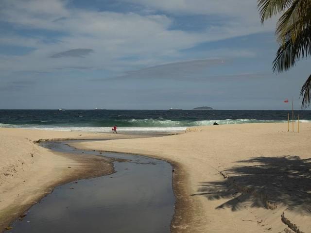 Mar cristalino não garante qualidade da água, de acordo com monitoramento do Inea