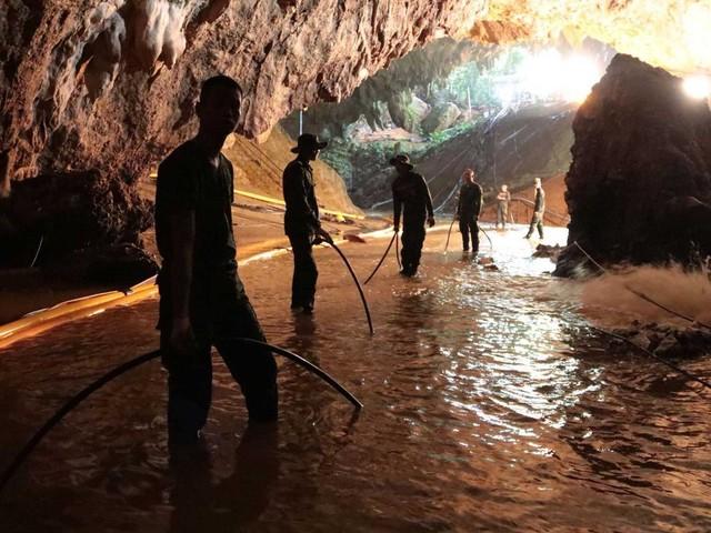 Tailândia começa operação de resgate de meninos presos em caverna