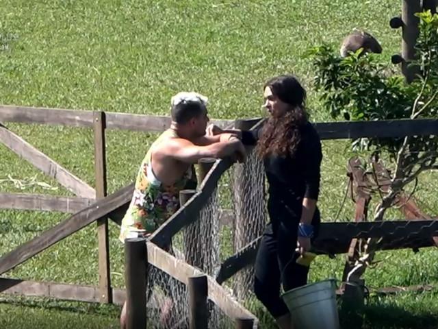 A Fazenda 10: Fernanda Lacerda alerta Evandro Santo sobre formação da roça