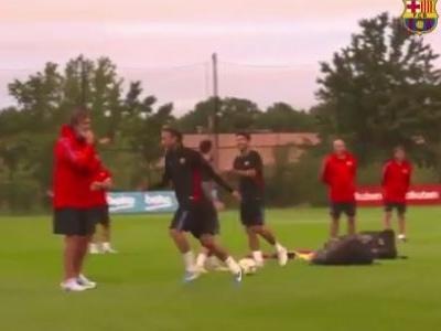 Neymar vence Suárez e Messi em desafio de pontaria do Barcelona