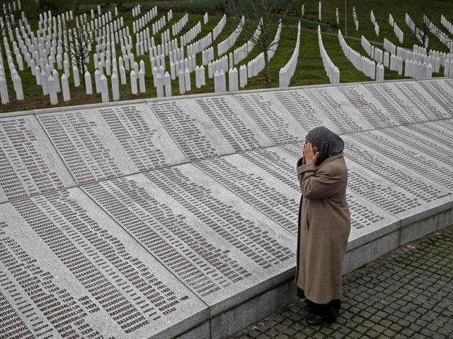 Como foi o massacre de Srebrenica pelo qual Radovan Karadzic foi condenado por genocídio