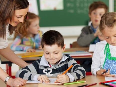 Aluno de 7 anos leva milhares a debaterem o papel dos educadores nas escolas