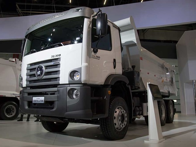 VW Constellation 32.360 V-Tronic chega para atuar na construção civil e mineração