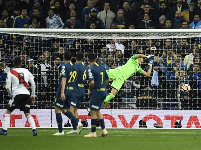 Gago rompe o tendão de Aquiles durante a final da Libertadores