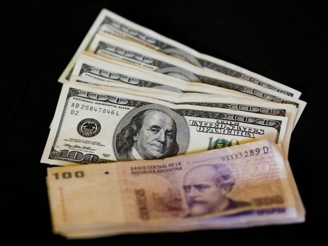 Como dólar mais caro fez juros na Argentina subirem a 40% -- e qual o risco para o Brasil