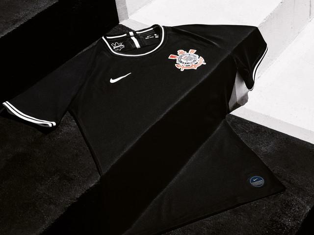 Exclusivo: saiba como ficará a camisa preta do Corinthians com patrocinadores