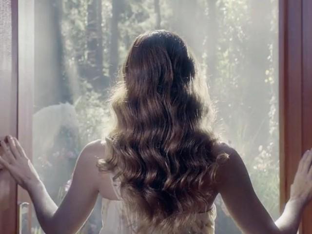 Avon pergunta se as marcas de cosméticos consideram as mulheres estúpidas