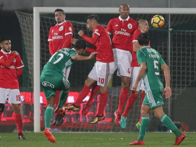 Rio Ave obriga Benfica a pensar na vida para além da Taça