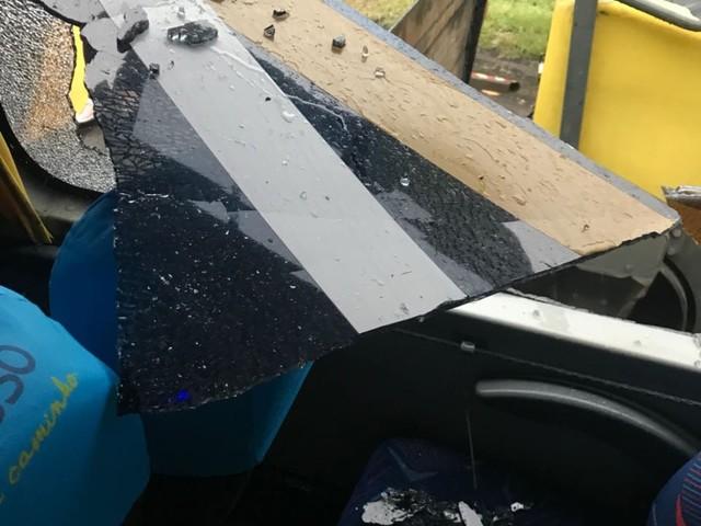 Chuva causa acidente na BR-393, em Paraíba do Sul, RJ