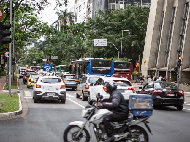 Primeiro dia de volta do rodízio em SP tem maior trânsito para 2ª feira desde dezembro