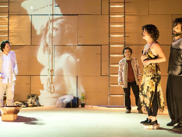 Afetações entre dois grupos por um teatro em transe