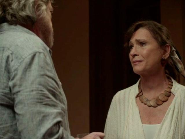 Expulso de casa em 'A dona do pedaço', Otávio tenta se redimir com Beatriz