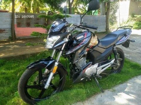 Vendo preciosa moto Yamaha ybrz prácticamente nueva 2018 con 7 mil km