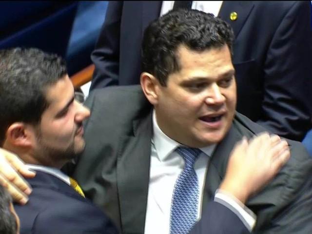Após desistência de Renan e duas votações, Davi Alcolumbre é eleito presidente do Senado em 1º turno