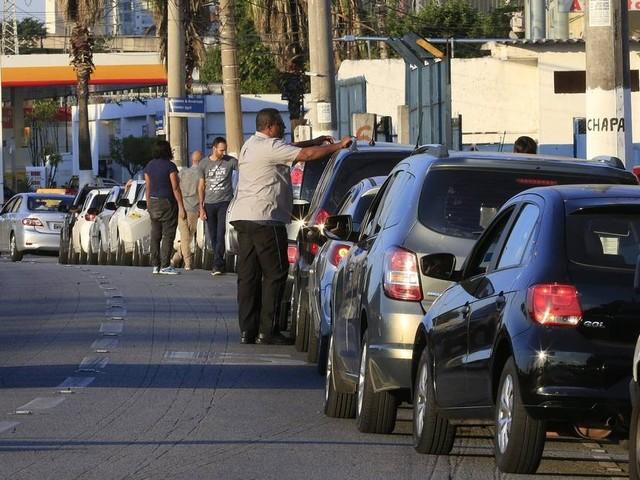Memória: Greve fez governo repensar política de preços de combustíveis