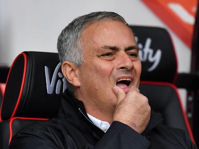 """Mourinho: """"Ninguém se importa com Manchester United mais que eu"""""""