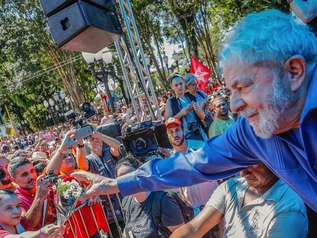 Lula deve ir para prisão domiciliar ou ser solto, dizem especialistas