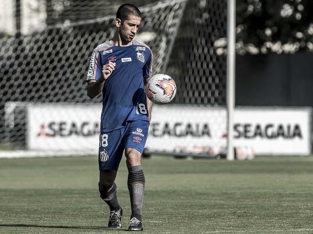 Athletico monitora impasse contratual de Evandro no Santos