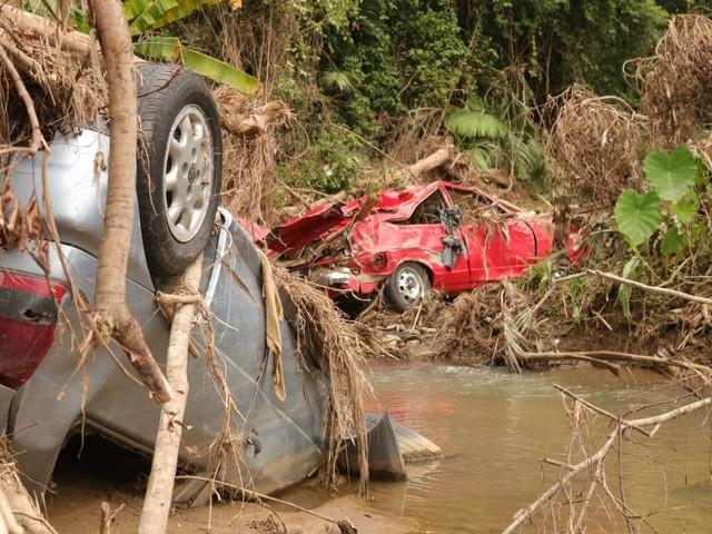 Um mês após enxurradas no Vale do Itajaí, cidades ainda têm entulhos, lama e prejuízos