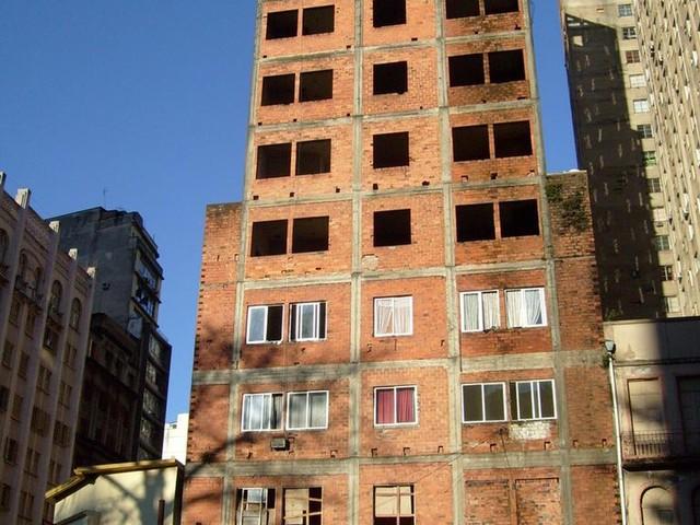MP pede demolição de prédio inacabado no Centro de Porto Alegre