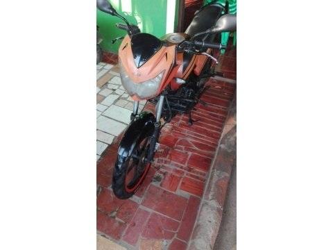 MOTO UM 200