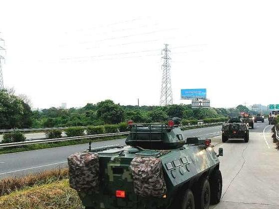 China movimenta tropas militares para a fronteira com Hong Kong