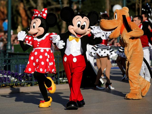 Disney dá bónus de 1.000 dólares e investe mais de 40 milhões na formação