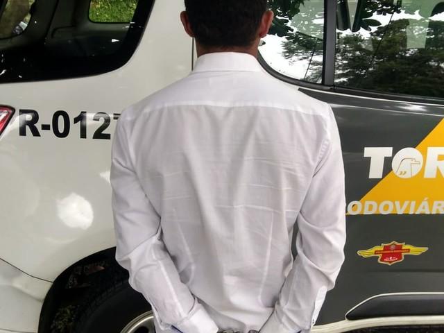 Homem é preso ao tentar transportar cocaína e crack em ônibus na Rodovia Padre Manoel da Nóbrega